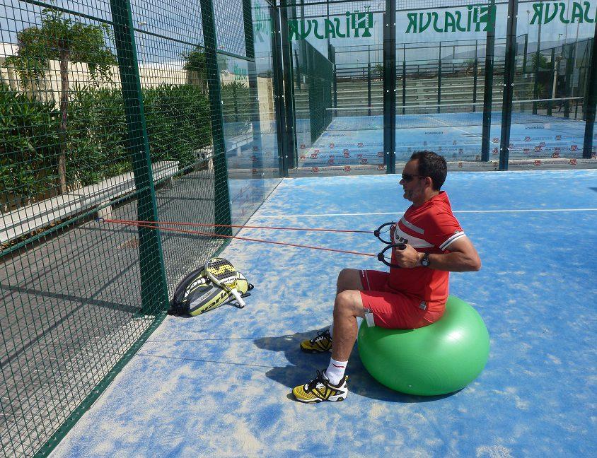 50 ejercicios para el entrenamiento con bandas elásticas en pádel